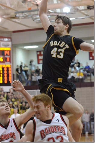 Jordan Vogel playing for the Dordt Defenders