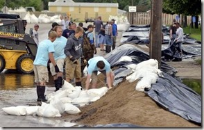Volunteers respond during the 2014 Rock Valley flood